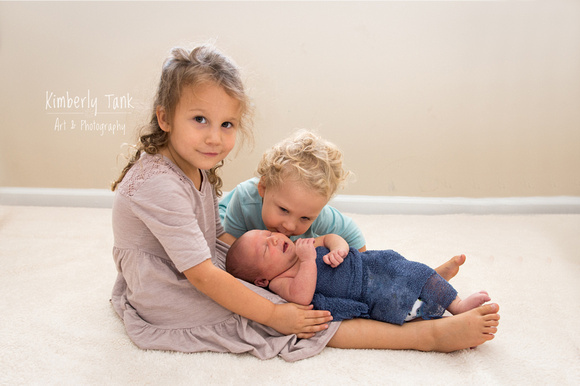 baby boy 8 days old with sisters siblings