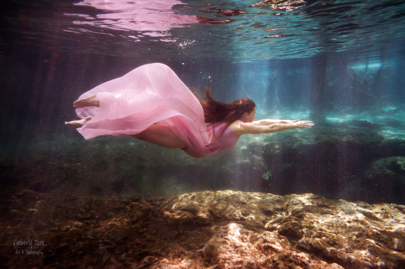 underwater maternity photos at Ginnie Springs FL